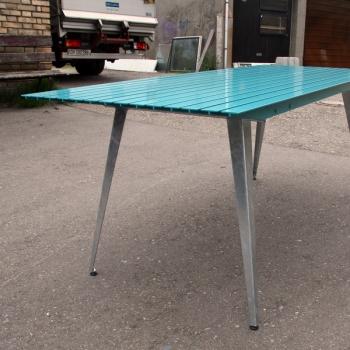 Gartentisch mit Aluminiumlatten