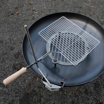 Grillrost mit Schwenkarm für Feuerschalen