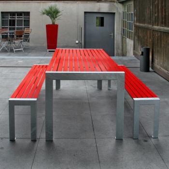 Bank und Tisch Terrasse Rot