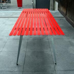 Gartentisch Rot