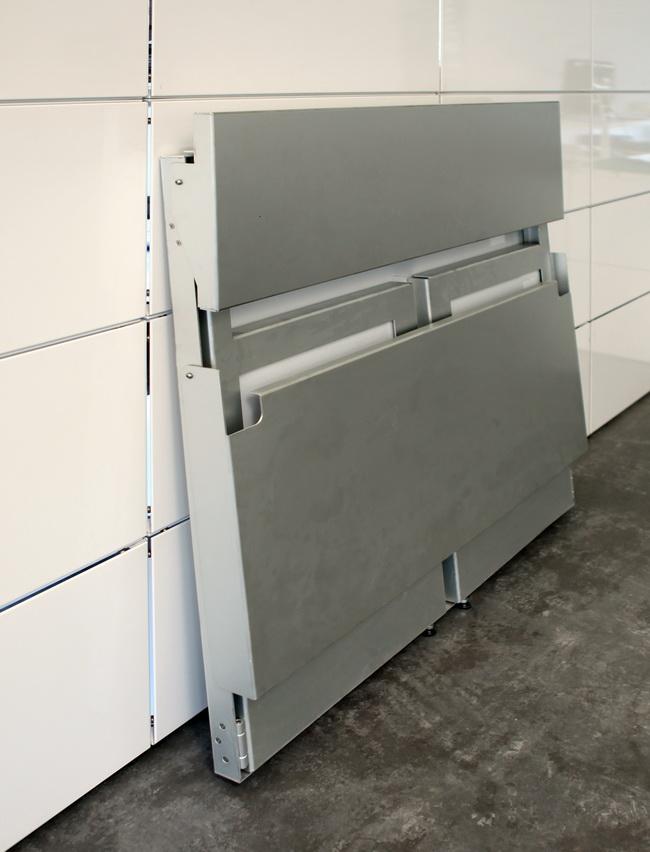 metall werk z rich ag klappbar das barelement aus aluminium. Black Bedroom Furniture Sets. Home Design Ideas