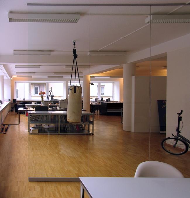 metall werk z rich ag glas b rotrennwand. Black Bedroom Furniture Sets. Home Design Ideas