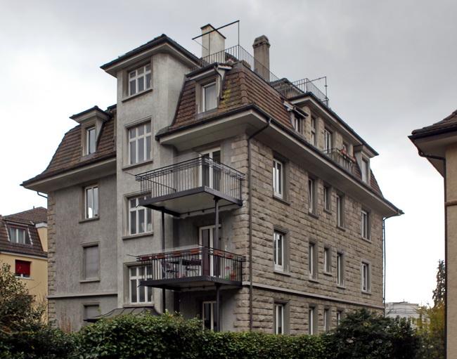 metall werk z rich ag balkone mit gel nder an mehrfamilienhaus. Black Bedroom Furniture Sets. Home Design Ideas
