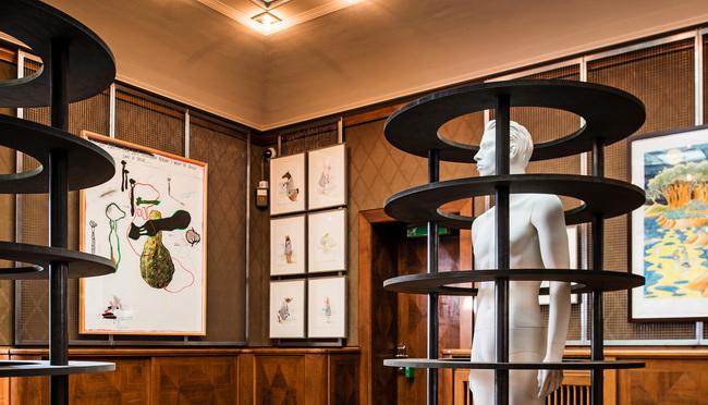 wandverkleidung rueckwand kunstausstellung 03