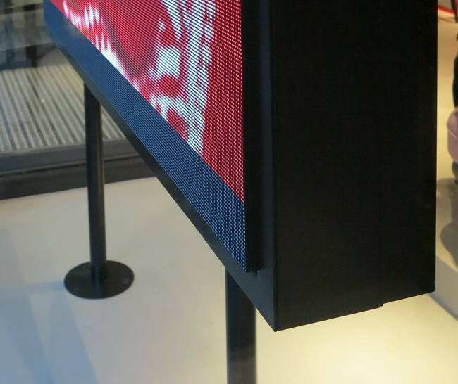 gehaeuse fuer led screen in schaufenster 02